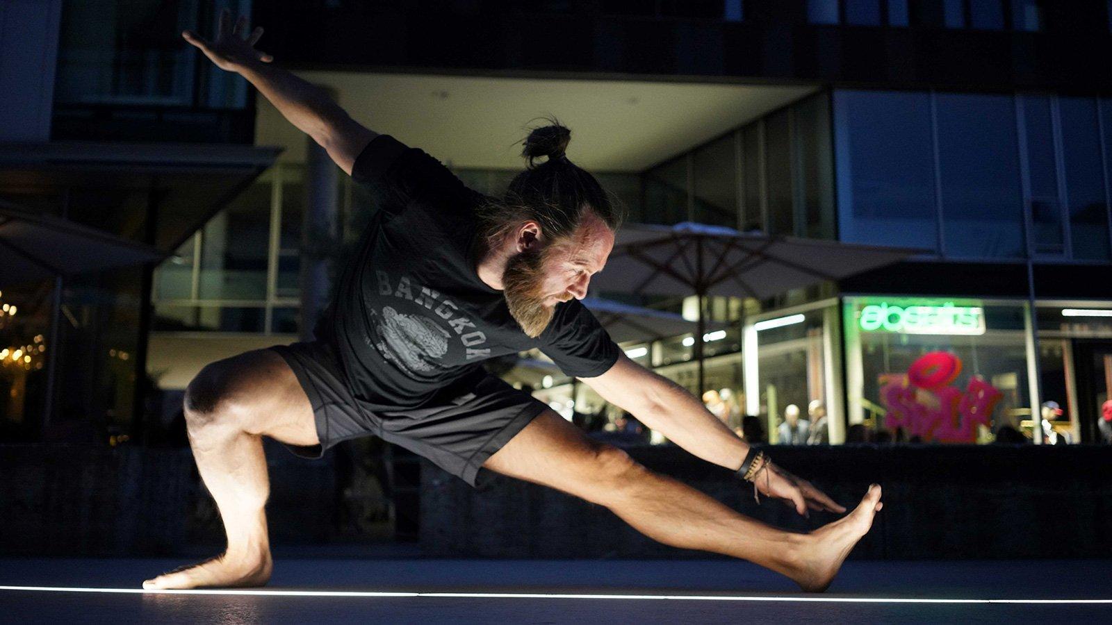 Jetzt Neu Mi 17:30 – Vinyasa Flow Yoga mit Oliver